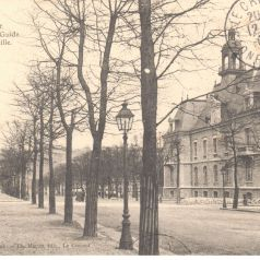Le Creusot. Boulevard du Guide et H�tel de Ville. Carte mise en circulation en 1906. Collection particuli�re.